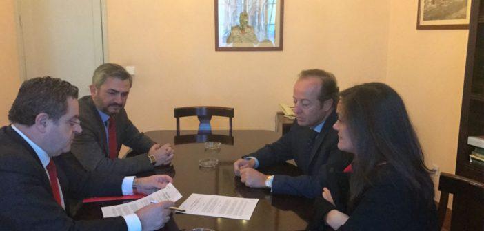 El Ilustre Colegio de Abogados y el Banco Santander firman un convenio de colaboración