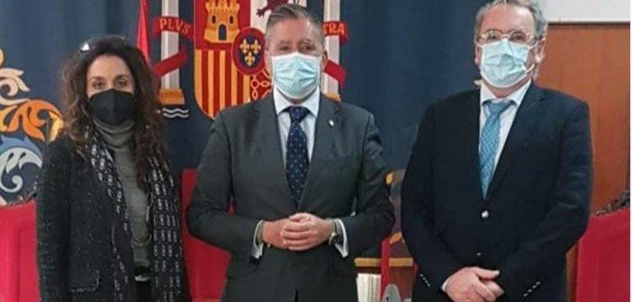 El decano y la diputada quinta son recibidos por el presidente de la Audiencia Provincial de Cádiz