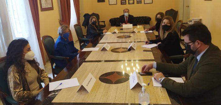 La alcaldesa y la magistrada decana visitan el Colegio de Abogados de Jerez